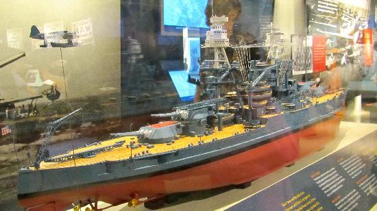 USS Arizonas minnesmonument i Pearl Harbor: Model ships in the museum