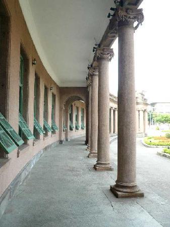 Water Park Museum: 回廊の列柱