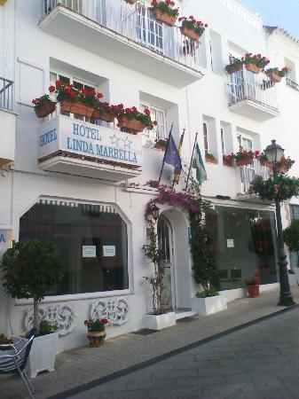 Hotel Linda Marbella: entrance