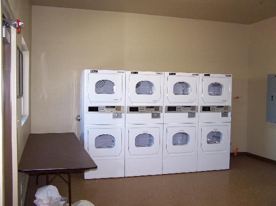 Siena Suites: Four Laundry Rooms