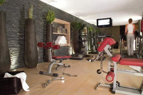 Champs Elysees Plaza Hotel: Fitness Room