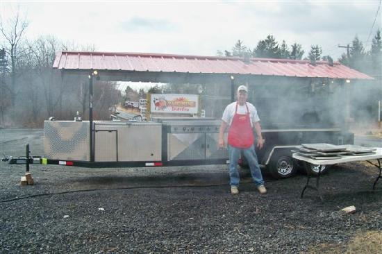 Smokin' Vittles BBQ Restaurant: Smokin' Action