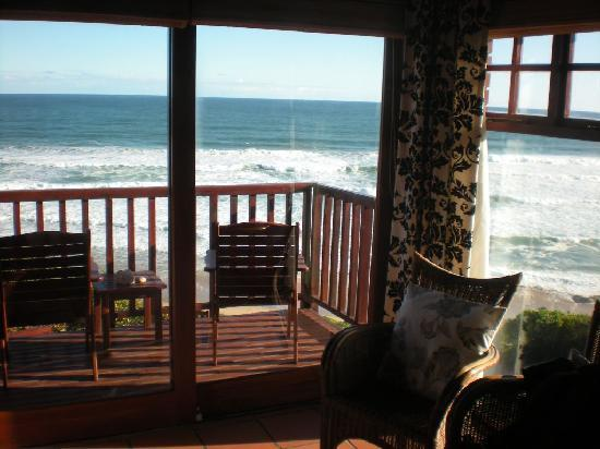 Dolphin Dunes Guesthouse: Sitting on the bed and relaxing