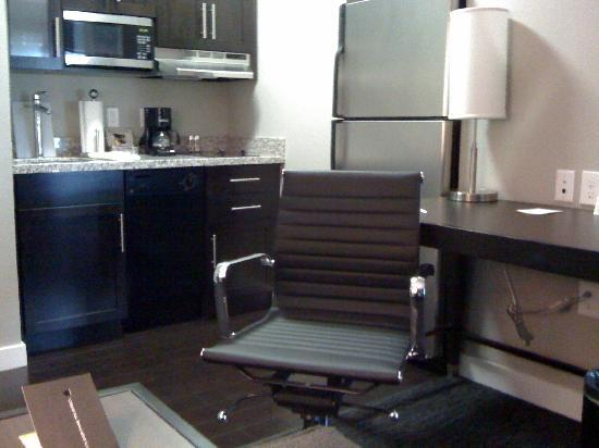 HYATT house Charlotte Center City: Desk & Kitchen