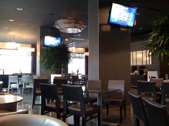 HYATT house Charlotte Center City: bar - restaurant - lounge