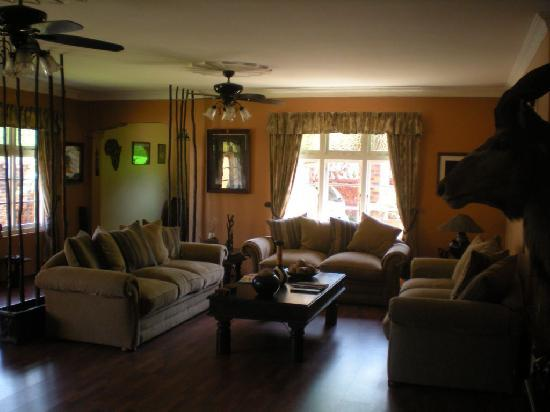 Africa Regent Guest House: Saloon