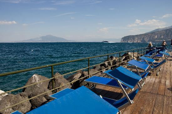 Bellevue Syrene: The private sundeck on the sea