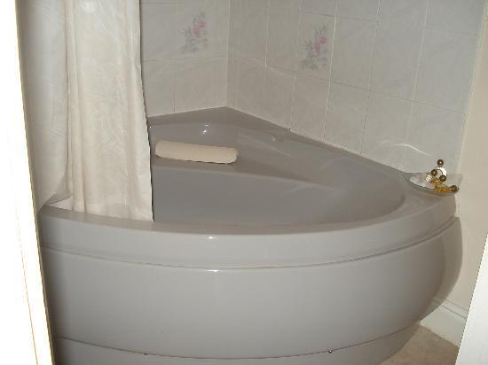 Quorn Lodge Hotel: Big bath