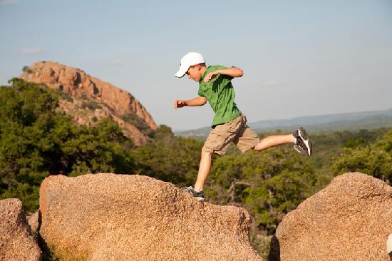 Fredericksburg, Τέξας: Climb Enchanted Rock, one of the largest batholiths in the U.S.