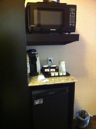 Best Western Plus The Inn at St. Albert : could have had bigger area.  we charged our devices here.