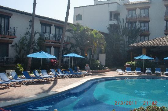 Hacienda Buenaventura Hotel & Mexican Charm All Inclusive: view from bar across pool, dining area on right