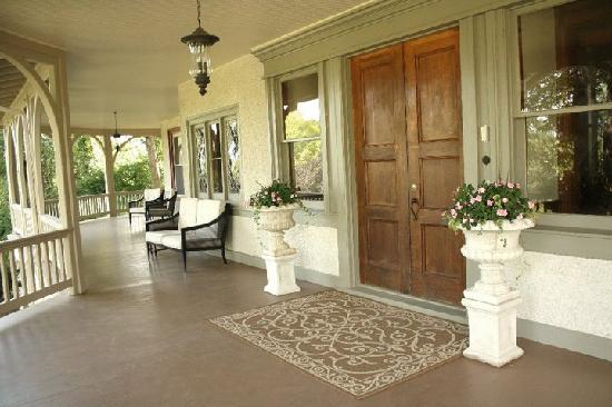The Inn at Ragged Edge: Front Porch