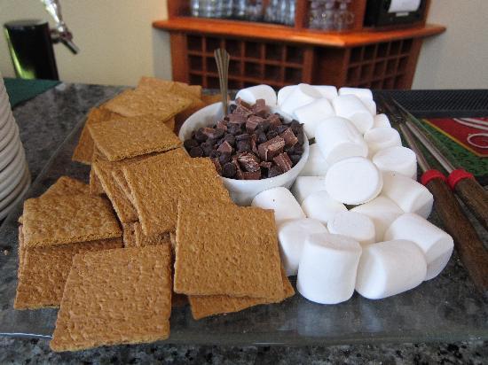Pinnacle Lodge: Smore Supplies