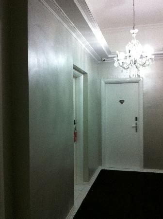 Athens Diamond Homtel: Hallway