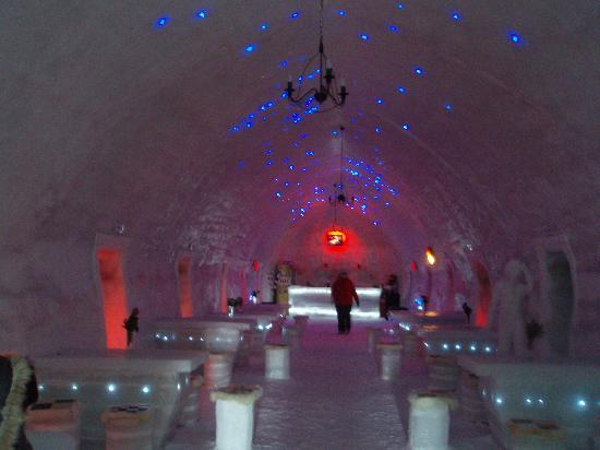 Ice Hotel Romania: A cool place for dinner!