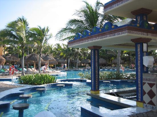 bar de la piscine picture of hotel riu yucatan playa del carmen tripadvisor. Black Bedroom Furniture Sets. Home Design Ideas