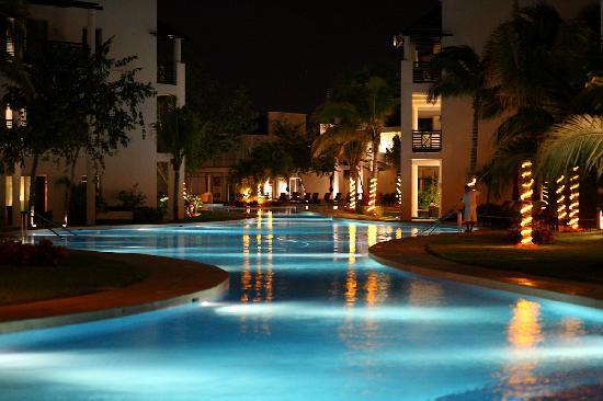 Azul Beach Resort The Fives Playa Del Carmen: Pool Night