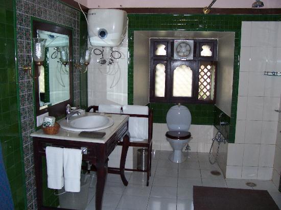 Royal Heritage Haveli: Our bathroom