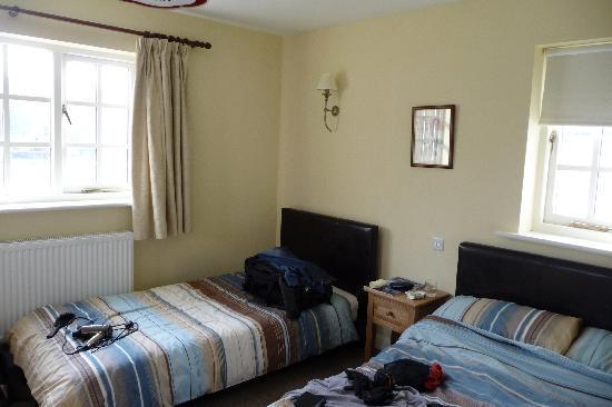 Merlin House Bed & Breakfast: Front Bedroom