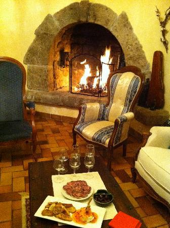 Vals-les-Bains, France : A welcome drink by the fire on arrival