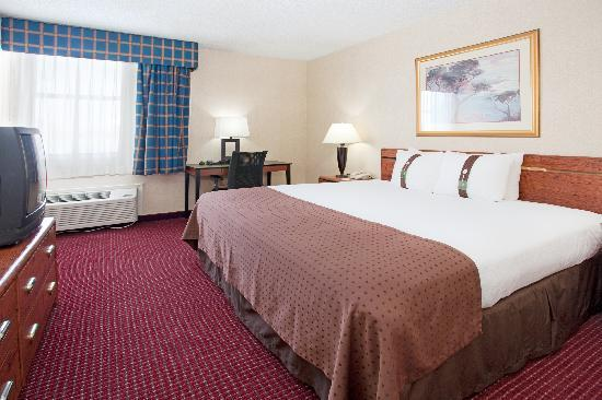 Clarion Inn & Suites: King Room
