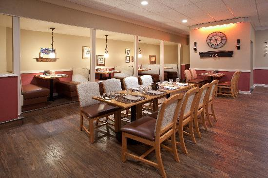 Clarion Inn & Suites: Castle Ranch Steakhouse