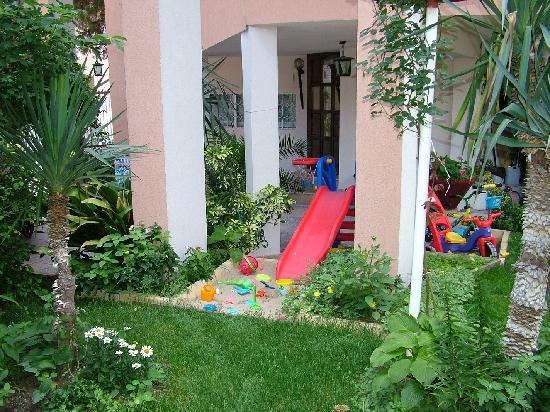 Dom Mladenovi Bed & Breakfast: Our paly area for kids