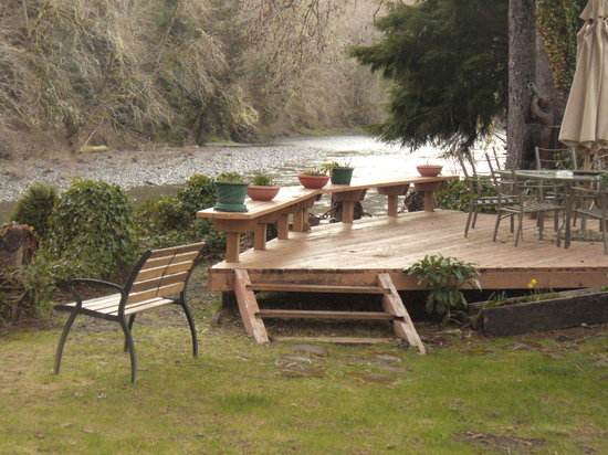 River Inn B & B: Overlooking the Bogachiel River