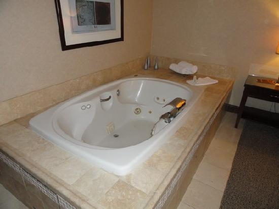Ameristar Casino Hotel Council Bluffs: Jacuzzi