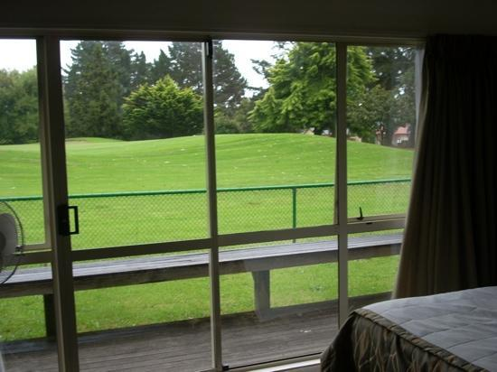 Golflands Motel: great view of the beautiful, lush golf course.