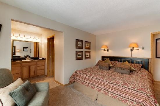 Pine Ridge Condominiums: Master Suite with King or Queen Bed