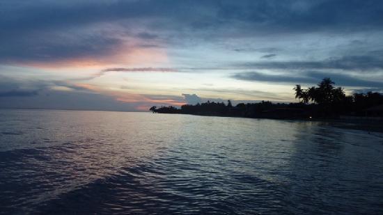 Villa Tarcela Resort: Sunset from beach
