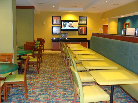 Fairfield Inn & Suites by Marriott Virginia Beach Oceanfront : Breakfast area