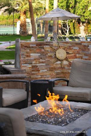 Desert Sun Resort: Firepit Area