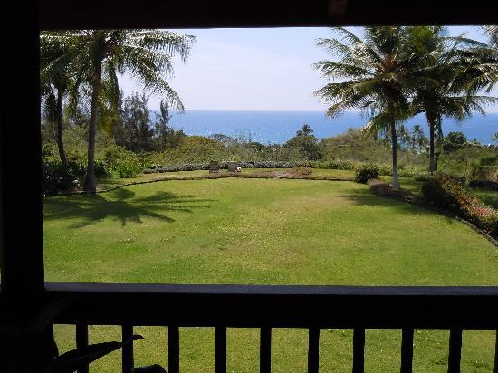 Kealakekua Bay Bed and Breakfast: View from the breakfast balcony