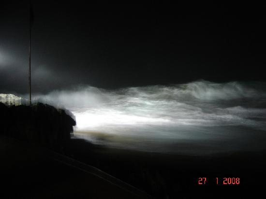 Casa Marina Reef: Surf at night.... just listen and watch