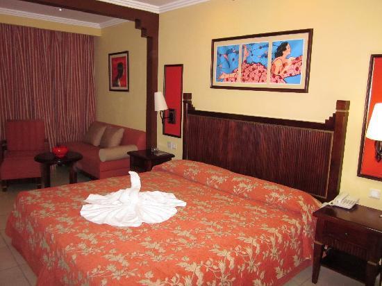 IBEROSTAR Laguna Azul: tres,tres grand lit confortable