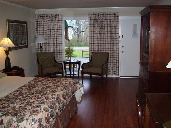 Townsend Gateway Inn: Newly renovated room #6 - King bed
