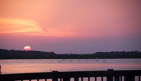 New Smyrna Beach, Flórida: Sunset at JB's Fish Camp 2