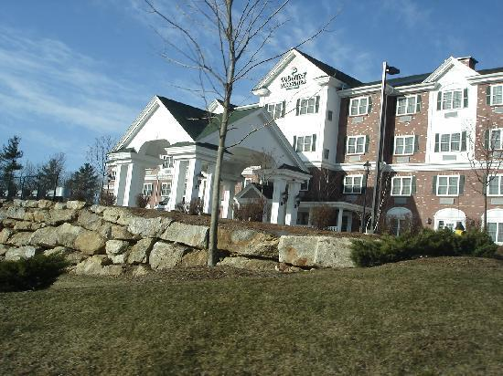 Bedford, NH: Hotel exterior