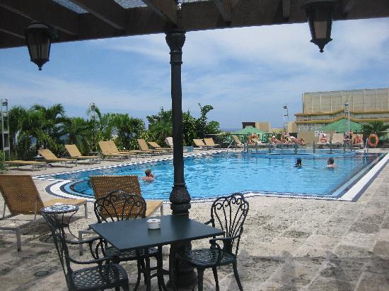 Iberostar Parque Central: piscina all'ultimo piano dell'hotel
