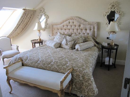 The Heritage Killenard : Upstairs bedroom