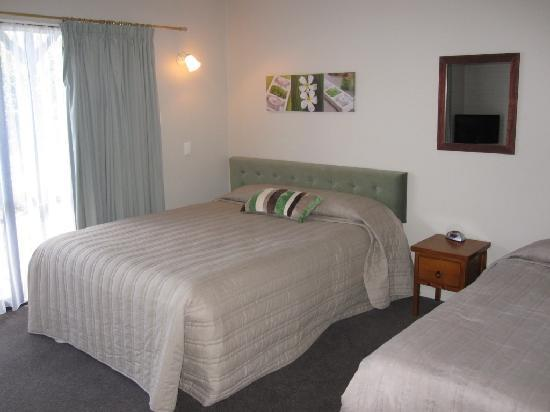 Cobblestone Court Motel : A 1 Bedroom unit
