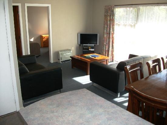 Cobblestone Court Motel : 3 Bedroom unit
