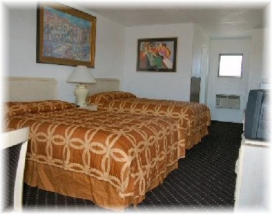 Sea Foam Motel: room