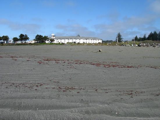 Anchor Beach Inn: View of the motel from the beach.