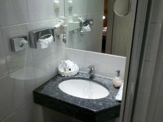 Hotel Mado: Waschbecken