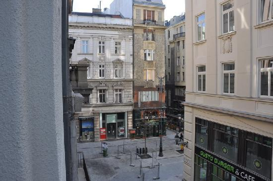 La Prima Fashion Hotel: Room view 302 balcony