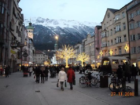 Innsbruck illuminata a festa