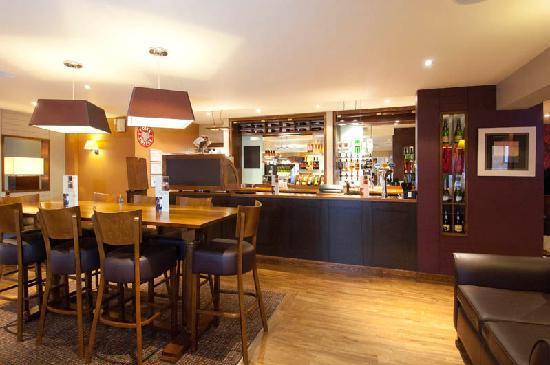 Premier Inn Preston Central Hotel: Bar area